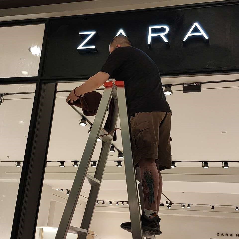 "title='<div style=""text-align:center;""> 	<span style=""font-size:14px;font-family:Microsoft YaHei;"">ZARA</span> </div>'"